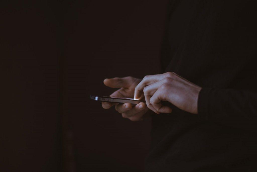závislosť na mobilnom telefóne
