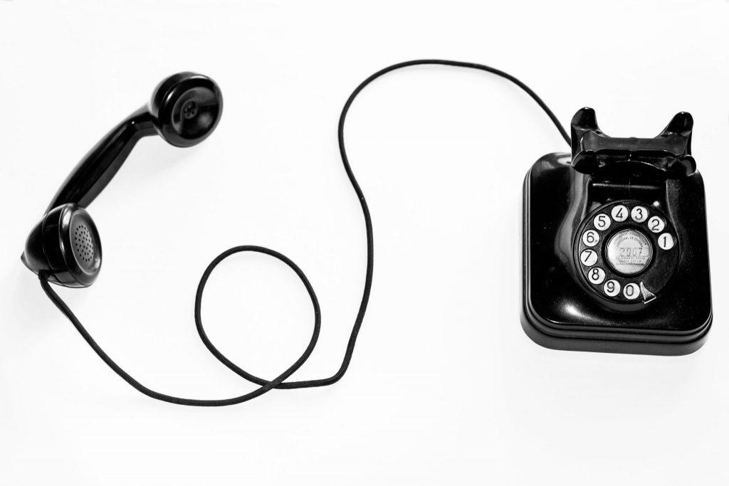 Závislosť alebo nutkanie: Prečo smartfóny aj milujeme, aj nenávidíme?