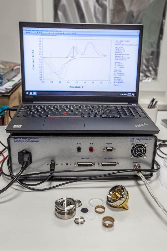 rozobraty laboratorny pripravok pre meranie baterii